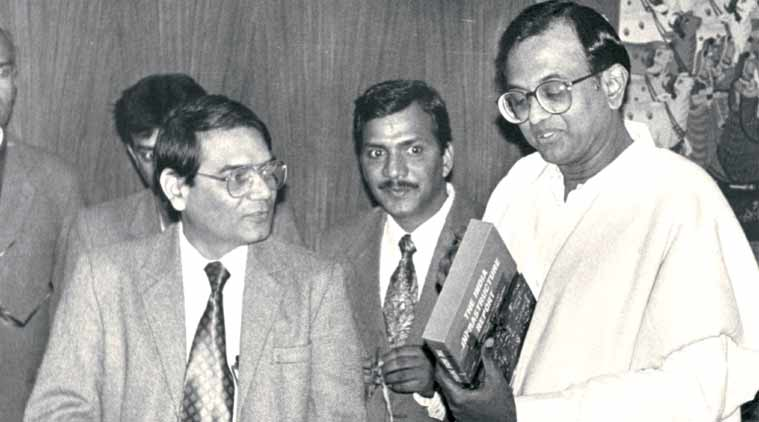 Rakesh Mohan, manmohan singh, opening of indian economy, 1991 economic reforms, 1991 economic crisis, manmohan singh indian economy, pv narasimha rao, rbi, indian rupee, indian rupee against dollar, indian currency rate, indian currency, rupee rate, rbi, indian rupee value, india economic crisis, global credit rating, rupee value, foreign currency, rupee devaluation, business news, currency market, business market, stock exchange, latest news