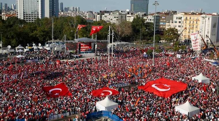 Supporters of various political parties gather in Istanbul's Taksim Square and wave Turkey's national flags during the Republic and Democracy Rally organised by main opposition Republican People's Party (CHP), Turkey, July 24, 2016. REUTERS/Baz Ratner