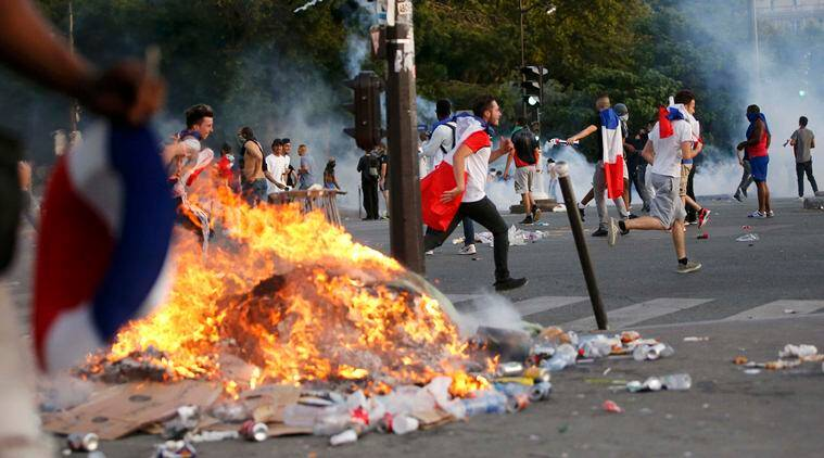 """French police fired tear gas to disperse dozens of people trying to enter the """"fan zone"""" at the foot of the Eiffel Tower to watch the final of the Euro 2016 to prevent overcrowding. (Source: REUTERS)"""