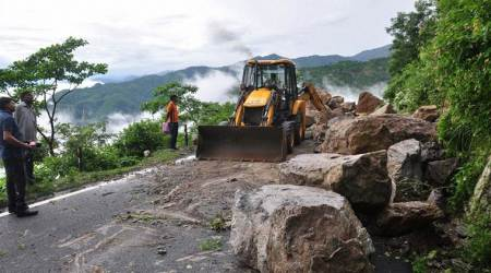 Tamil Nadu: Major landslide on Coimbatore-Siruvani dam road; no casualties
