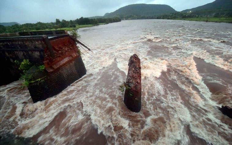 bridge collapse, mumbai bridge collapse, mumbai goa bridge, bridge collapse probe, bridge collapse updates, malad bridge collapse, bridge collapse news