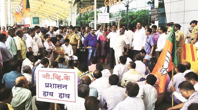 cambata employees, canbata aviation, cambata aviation ltd, kin protest, Chhatrapati Shivaji International Airport protest, mumbai, mumbai news, indian express news, india news