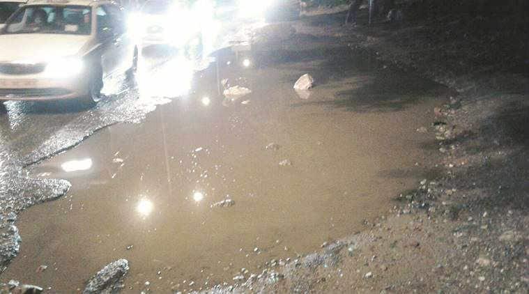 delhi, delhi news, delhi potholes, potholes in delhi, delhi roads, condition of delhi roads, roads delhi, pwd, manish sisodia, indian express news, latest news