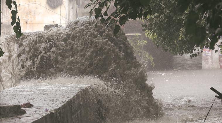 delhi, delhi roads, delhi potholes, condition of roads, delhi pwd, pwd delhi, delhi traffic, delhi rain, rain potholes, delhi accidents, accidents, accidents in delhi, gurgaon traffic, traffic in gurgaon, rub, dtc buses, delhi jal board, djb, delhi traffic problem, delhi bad roads, waterlogging, delhi waterlogging, waterlogging in delhi, indian express news, delhi news, indian express hardlook