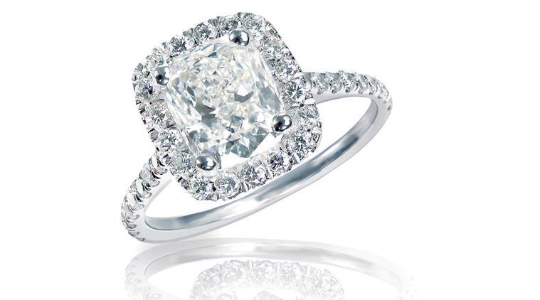 UK couple s £5 chair discover diamond jewellery worth £5 000