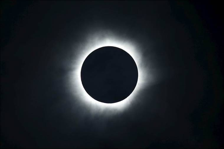 A total solar eclipse is seen from the beach of Ternate island, Indonesia, March 9, 2016. REUTERS/Beawiharta TPX IMAGES OF THE DAY