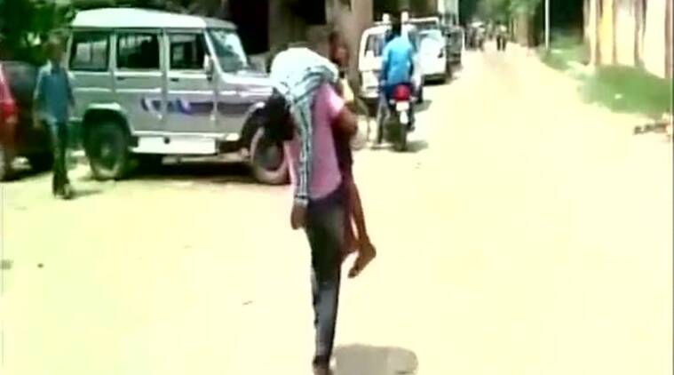 Boy dies on father's shoulder after being denied medical help in Kanpur