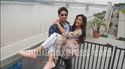 Katrina Kaif, Sidharth Malhotra can't keep their hands off each other