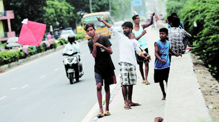 Man riding scooter injured by manjha
