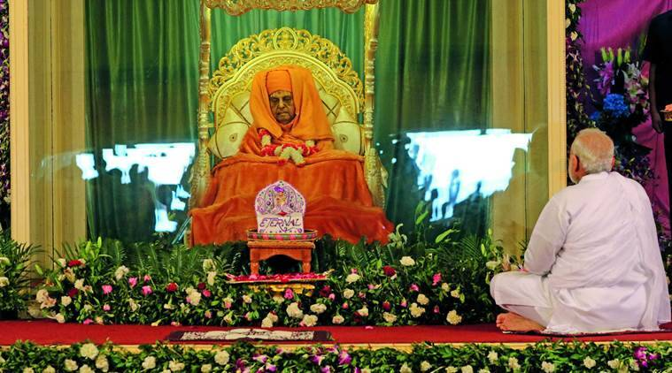 Sarangpur: Prime Minister Narendra Modi paying tributes to the mortal remains of Swaminarayan sect's spiritual head Pramukh Swami at a temple in Sarangpur on Monday. PTI Photo (PTI8_15_2016_000368A) *** Local Caption ***