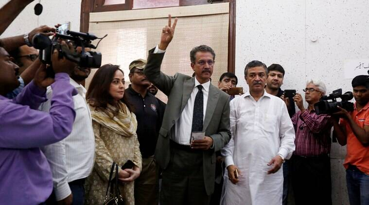 Pakistan, MQM, Muttahida Quami Movement, MQM leader, Waseem Akhtar, mayor, karachi, court, oath taking ceremony, pakistan news, world news