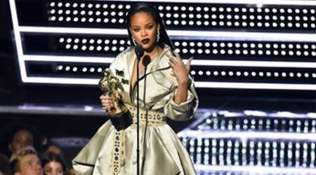Rihanna denies throwing shade at Beyonce