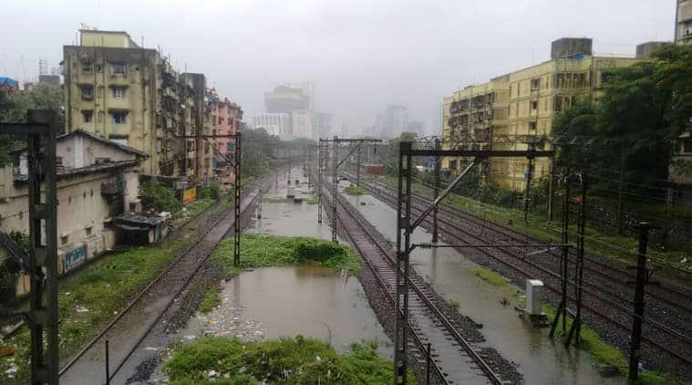 mumbai, mumbai rains, mumbai traffic, mumbai rain train services, mumbai water logging, mumbai high tide, mumabi rainfall, mumbai traffic diversion, mumbai news, mumbai monsoon, india news, maharashtra news
