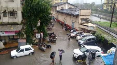 Heavy rain worsens roads, leads to long traffic snarls in Mumbai