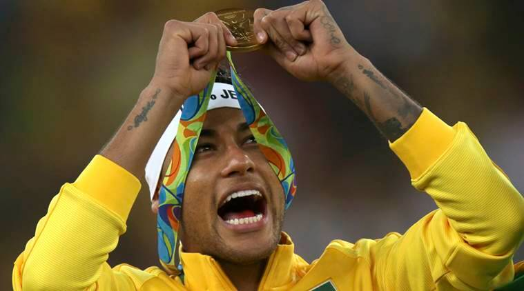 Neymar gives up Brazil captaincy