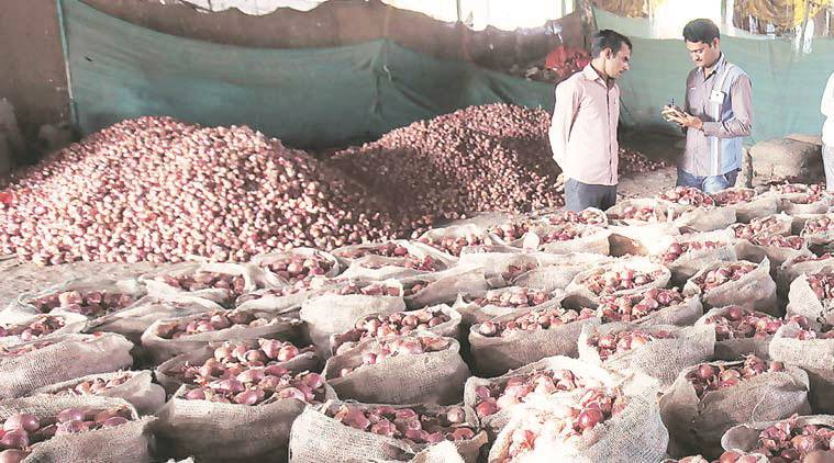 onion, onion price, onion price rise, minimum export price, no mep, nhrdf, indian express news, price rise news, pune, mumbai news, india news