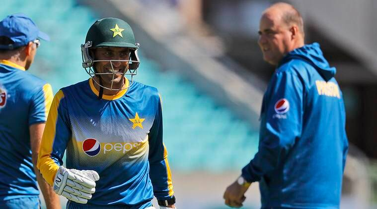 Younis Khan put a knife to my throat: Grant Flower