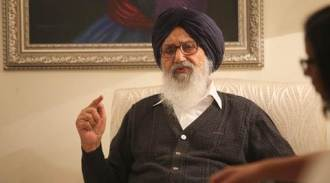 Parkash Singh Badal declines Amarinder Singh's offer on government house