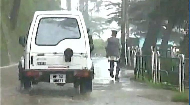 shimla rain, himachal rain, road block, shimla landslide, shimla traffic, shimla vehicle problem, shimla heavy rain