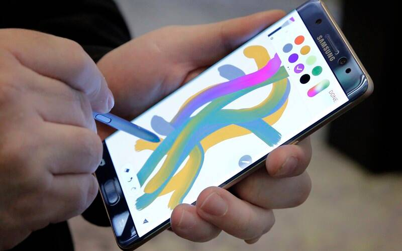 Samsung Galaxy Note 7 is the first Android device to feature an Iris Scanner for facial recognition (Source: AP)