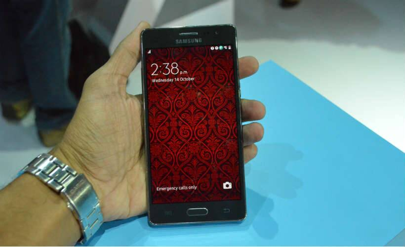 Samsung Z3 had better hardware specifications and is the only Tizen phone to get Super AMOLED display