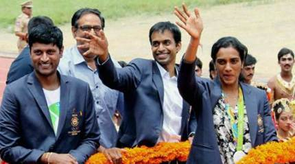 Sindhu gets warm welcome, AP govt felicitates her