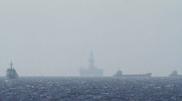 An oil rig (C) which China calls Haiyang Shiyou 981, and Vietnam refers to as Hai Duong 981, is seen in the South China Sea, off the shore of Vietnam in this May 14, 2014 file photo.  REUTERS/Minh Nguyen/File Photo