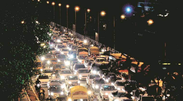 Havy traffic jam  at New Bandgarden Bridge on Thursday evening. Photo By Tanmay Thombre,04.08.16,Pune.