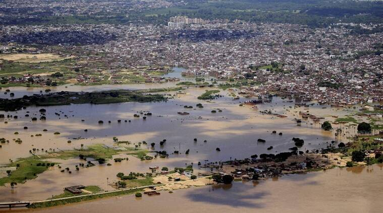 Uttar Pradesh, Uttar pradesh floods, Floods in Uttar pradesh, ganga water level, water level of Ganaga, Heavy rains in UP, death toll UP. rabi crops, how are the crops affected by the heavy rainfall, rabi crops affected, agriculture in uttar pradesh, Akhilesh Yadav government, floods relief, India news, UP elections 2017,