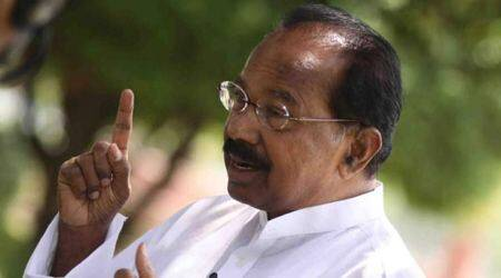 Veerappa Moily, Moily, Moily book, Veerappa moily book on Draupdi, Pranab Mukherjee, Flaming Tresses of Draupadi, President, Veerappa Moily book relased, india news,indian express news