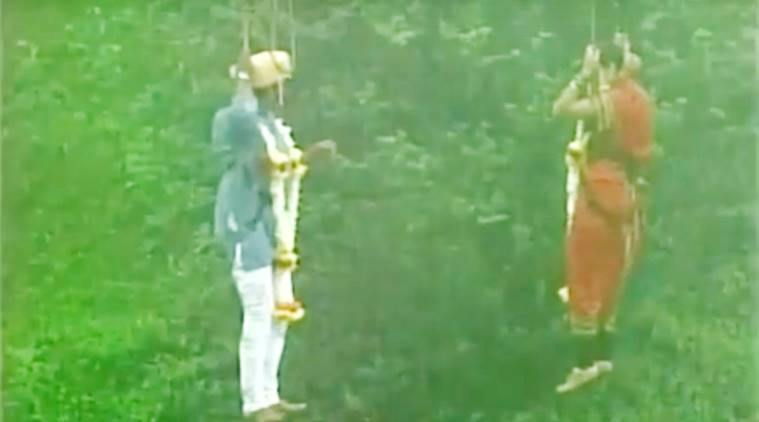 couple gets married mid-air, couple gets married 295ft mid-air, couple gets married 90 m mid-air, crazy weddings, unique weddings, crazy indian weddings, wedding videos, funny indian wedding videos