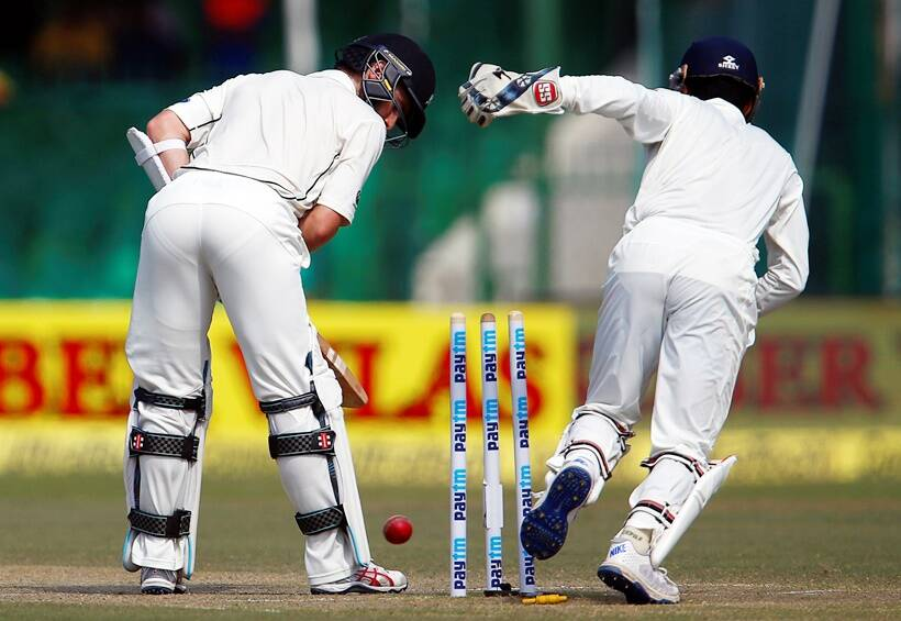 India closes on victory, NZ 205-7 at lunch on day 5