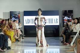 acid-attack-victom-reshma-qureshi-walking-the-ramp-for-designer-archana-kochhar-at-nyfw-ss17