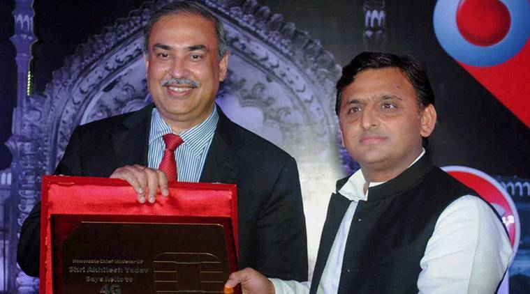 uttar pradesh government, free smartphones distributed, uttar pradesh smartphones, akhilesh yadav, uttar pradesh elections, india news, indian express,