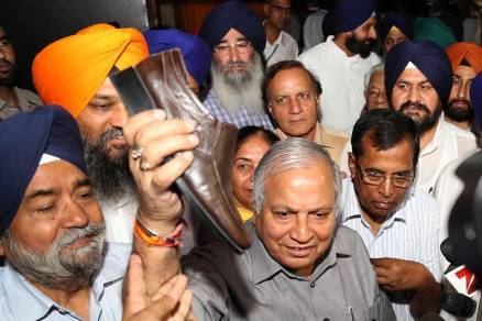 Drama in Punjab Assembly, Cong MLA Tralochan Singh throws shoes at Treasury benches