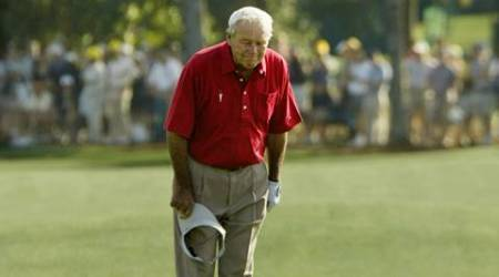Four-time Masters champion Arnold Palmer pauses and bows to the gallery as he walks to the 18th green during his final competitive appearance in the Masters golf tournament at Augusta National Golf Club in Augusta, Georgia, U.S. on April 9, 2004. Palmer has competed in the tournament 50 times. REUTERS/Kevin Lamarque/File Photo