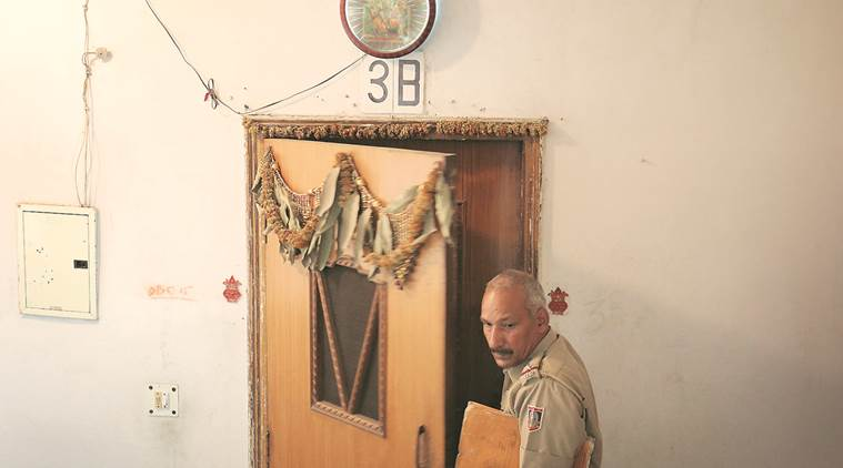 b k bansal suicide case, ias officer and son commits suicide in new delhi, new delhi civil servant commits suicide, cbi probe, cbi, india news, indian express,