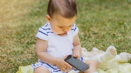 smartphones, tables, babies smartphones, babies tablets, children smartphones, children tablets, children electronic devices, children motor skills, children smartphone effects, health news, social survey, lifestyle news, latest news