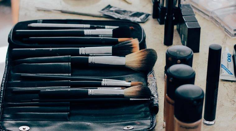 makeup brush cleaning, how to clean your makeup brush, keep your skin away from infections, makeup accessory cleaning, makeup tips