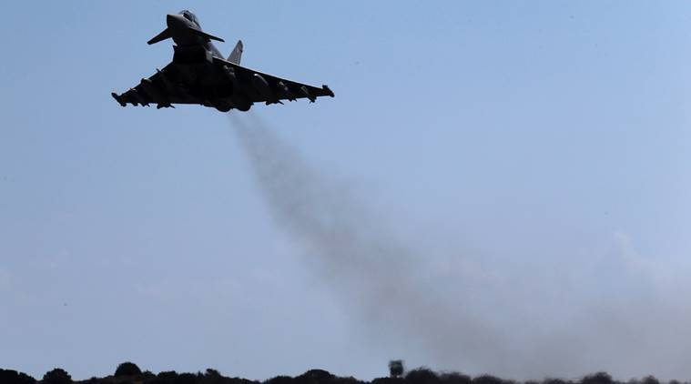 Iraqi troops push Islamic State militants from key northern town