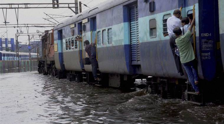 howrah train late, trains late in howrah, waterlogging in howrah, west bengal rains, west bengal weather, trains delayed due to rain, india news, indian express,