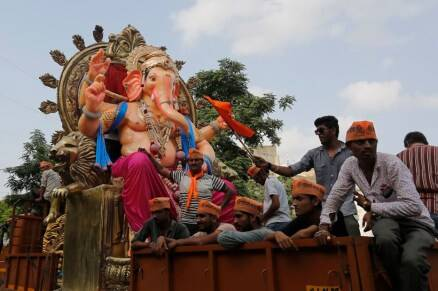 Ganesh Chaturthi 2016: Celebrations across India; celebs, politicians, devotees offer prayers to Ganpati Bappa