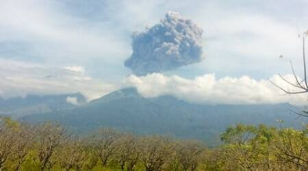 indonesia, indonesia volcanic eruption, volcano erupts indonesia, Mount Barujari eruption, Mount Barujari indonesia, indonesia news