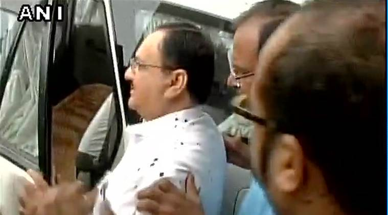 Ink attack on Union Minister JP Nadda by AIIMS student