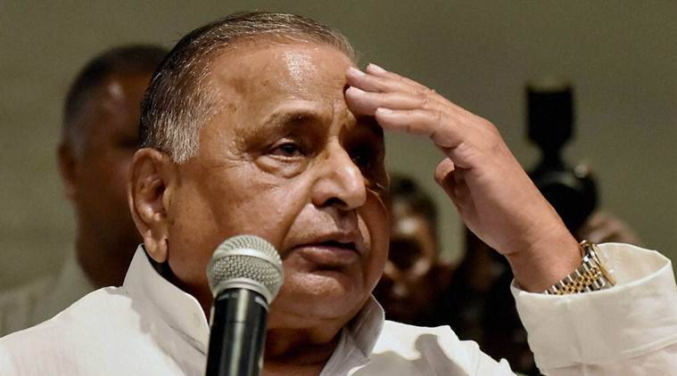 Lucknow: Samajwadi Party supremo Mulayam Singh Yadav addressing the media and party workers at party office in Lucknow on Friday. PTI Photo by Nand Kumar (PTI9_16_2016_000096A)