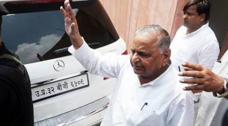 Mulayam Singh Yadav has long history of broken ties, but so far outside the family