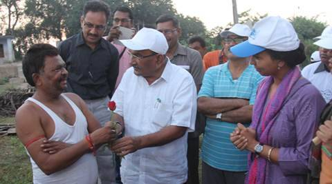 Gujarat Panchayat Minister gifts roses to villagers defecating in open