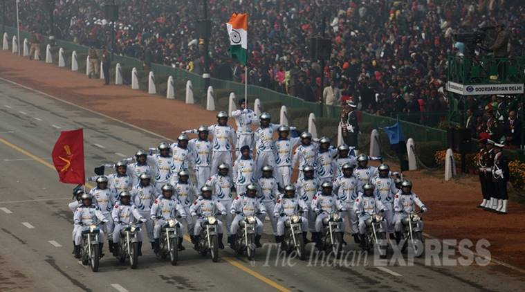 Indian army, Indian army soldiers, Motorcycle riding, Indian army motorcycle riding, Army stunt, Army stuntmen, Motorcycle riding world record, world record, Armymen set world record, Captain Manpreet Singh, Guinness Book of Records, Limca Book of Records, New delhi news, india news, indian express news