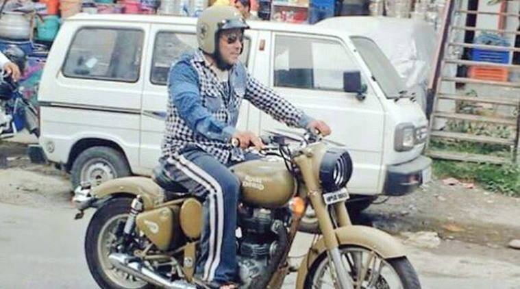 Salman Khan, Salman, Tubelight, Salman Khan tubelight, Salman Tubelight, Salman Bullet, Salman Rides Bullet, Salman Rides Royal Enfield, Salman Khan in Manali, Salman tubelight shoot, Salman khan in tubelight, Kabir Khan, Tubelight Movie, Entertainment, indian express, indian express news