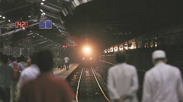 gujarat, woman delivers baby on train, pregnant woman train, mother delives baby on train, baby delivered on train, gujarat news, india news